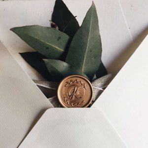 Siegel mit Blätterranke und Initialen